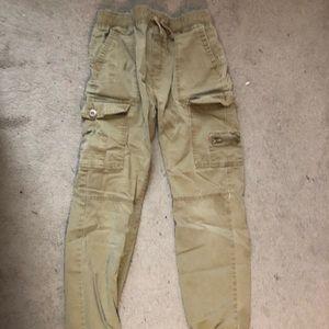 Boys ran jogger style pants
